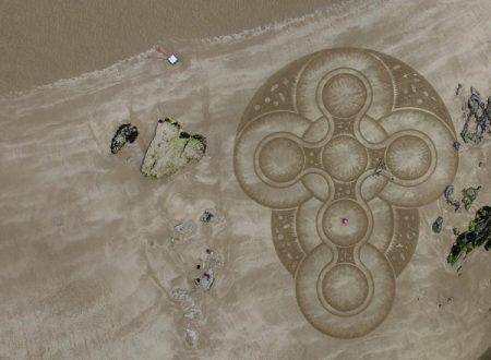 """L'artista che """"disegna"""" la sabbia: Marc Treanor"""