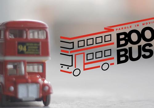 Dennis, il bus libreria che porta la lettura in viaggio